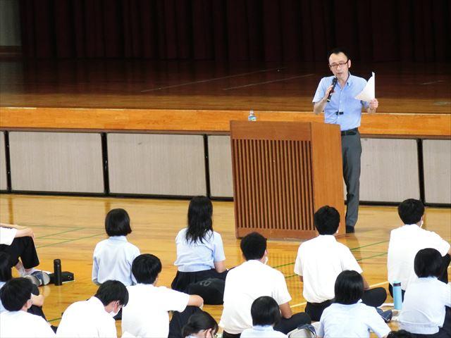 3年生向け 進路講演会が行われました。